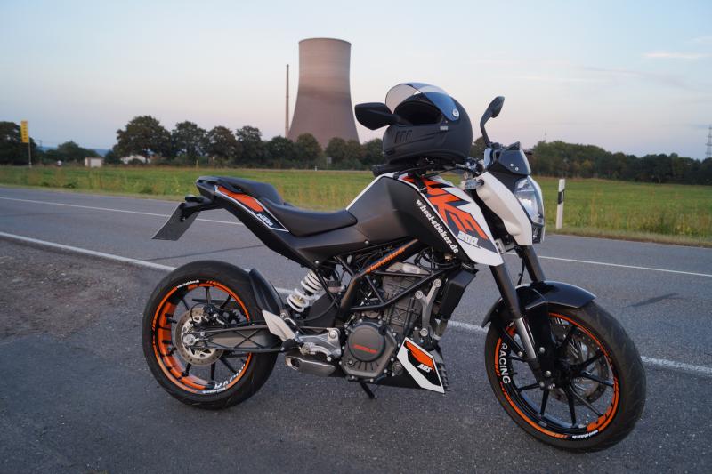 """KTM Duke 200 - orange """"DUKE"""" design"""