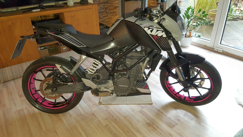 """KTM Duke 125 - pink """"DUKE"""" design"""