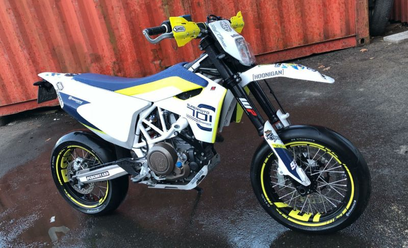"Husqvarna 701 Supermoto - ""701"" Design in Gelb"