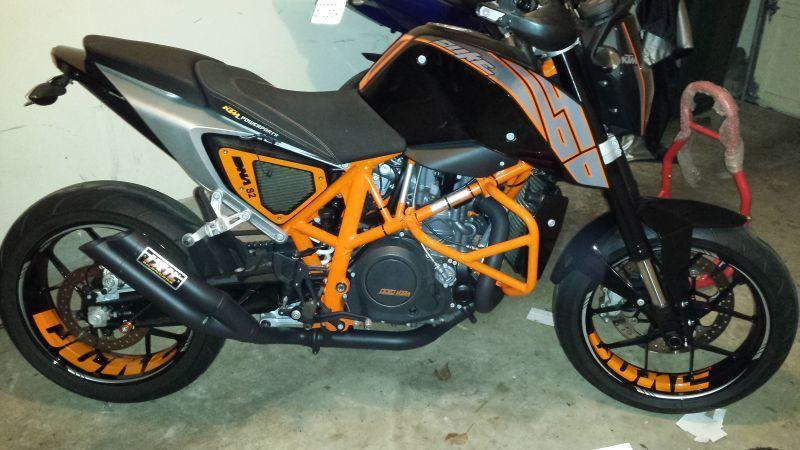 """KTM Duke 690 - """"DUKE"""" Felgenaufkleber in Orange (ohne unserer Randaufkleber)"""